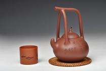 顾小英紫砂壶 国助工强强联合 和石装饰 传统经典 全手瓢提梁 原矿底槽清 - 美壶网