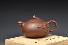 紫砂壶图片:实用花货 泥绘蝴蝶 玉兰相伴 蝶恋花 - 美壶网