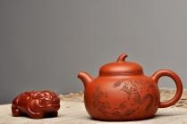 谭华斌紫砂壶 进步之作 全手茄段 造型舒服 工笔装饰 细刻入丝  原矿清水泥 - 美壶网