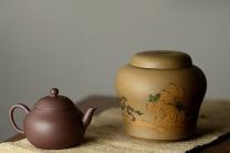 美壶定制紫砂壶 美壶定制 泥绘通景山水茶叶罐  古朴典雅  原矿段泥 - 美壶网