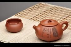 紫砂壶图片:啄砂装饰 古色古香 优质红皮龙 舍瓢 敦厚拙朴 - 美壶网