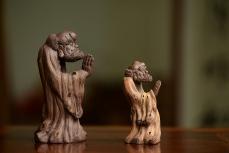 紫砂壶图片:大和小的对悟~ 树桩达摩 神态生动 - 美壶网