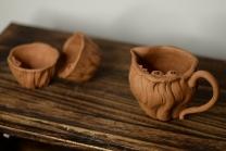 美壶定制紫砂壶 学院派风格之全手莲蓬公道+2个手工莲子杯  肌理丰富 各有风味~ 原矿段泥 - 美壶网