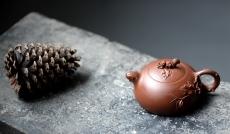 紫砂壶图片:庄伟平新作 经典花器  松鼠葡萄 - 美壶网