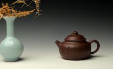紫砂壶图片:张听刚刻绘老辣 实用佳器 原矿紫泥 全手巨轮珠 - 美壶网