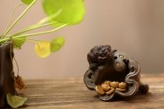 紫砂壶图片:莲蓬金蟾 做工精细 和气招财茶宠 - 美壶网