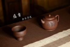紫砂壶图片:紫泥调砂 金石浓郁 文气之作 全手蕴香 国工和石精刻 - 美壶网