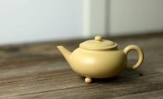 紫砂壶图片: 饱满素雅  温润如玉 全手三足水平  - 美壶网