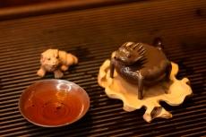 紫砂壶图片:施奇华特色文房茶宠 全手风火小怪兽 茶盘尤物 颇有玩味~ - 全手工紫砂壶网