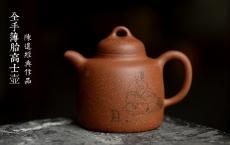 紫砂壶图片:细刻如丝 黄龙山降坡泥 全手薄胎高士壶 饱满大气 - 美壶网