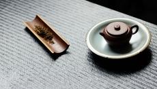 紫砂壶图片:莱逸定制 手工制作 文雅大方 六瓣冰纹壶承 - 美壶网