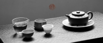 徐亚春紫砂壶 只为茶人 摹古玉成窑周盘 古雅大气 刻绘老辣  原矿段泥 - 美壶网