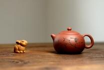 朱牧清紫砂壶 优质老清水泥 圆润饱满 可人西施 文气的装饰  原矿清水泥 - 美壶网