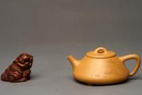 曲峰紫砂壶 和石装饰山水清韵 耐品回味 实用精品  全手老段子冶石瓢  原矿段泥 - 美壶网