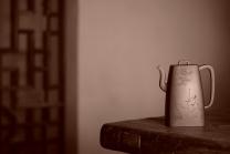 何卫枫紫砂壶 何卫枫乙未冬全手新作 强强联合 国师赵辉文气装饰 高士怀古 四方云鼎 原矿底槽清 - 美壶网