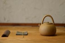 紫砂壶图片:淞庐作品 雅致文气 煮茶品茗~全手心经提梁 - 全手工紫砂壶网