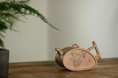 紫砂壶图片:耿其群创意新作 个性演绎 别具意趣  全手清风竹段  - 全手工紫砂壶网