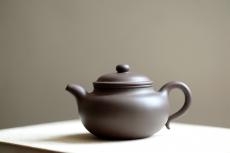 紫砂壶图片:传统器形 大口实用 精品紫茄泥 全手扁莲子 - 全手工紫砂壶网
