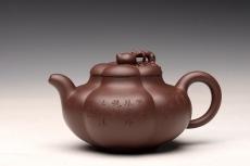 紫砂壶图片:酒虎丙申夏 精品之作 大气磅礴 全手工上合桃 和石装饰 珍藏 - 全手工紫砂壶网