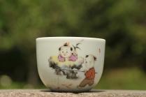 古月山房紫砂壶 彩绘 童子钓鱼杯 栩栩如生 景德镇主人杯  - 美壶网