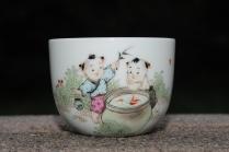 古月山房紫砂壶 双童子赏鱼 景德镇主人杯  - 美壶网