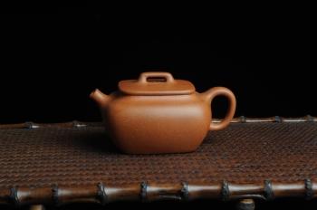 朱立峰紫砂壶 美壶回馈 特惠小四方 一捺底 非常油润的降坡泥 原矿降坡泥 - 美壶网