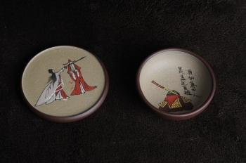 美壶定制紫砂壶 美杯特惠 我的意中人是盖世英雄 精品泥绘品茗杯 杯垫一套 送礼自用佳品  - 美壶网