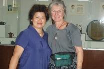 张彩英紫砂壶 与美国陶艺家交流合影  - 美壶网