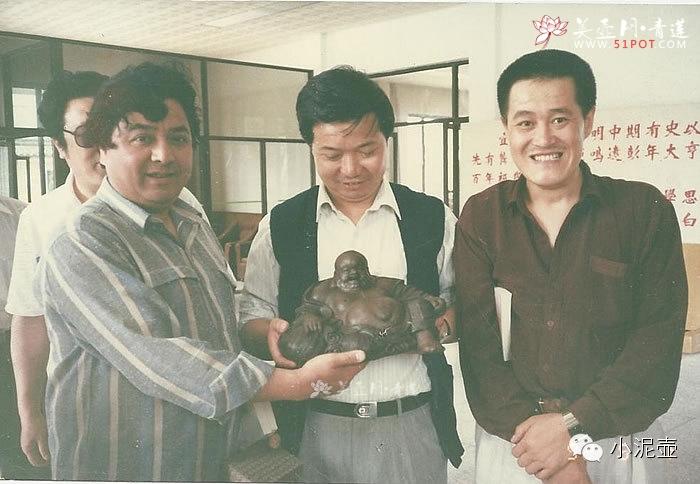 ... 赵本山和表演艺术家李金斗,在宜兴紫砂二厂参观