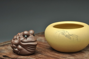紫砂壶图片:天水牛 知了 蟋蟀 生动形象 文玩杂项 手工精品薄胎一捺底笔洗 - 宜兴紫砂壶网