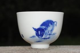 紫砂壶图片:生肖猪 景德镇全手工手绘青花主人杯 - 美壶网