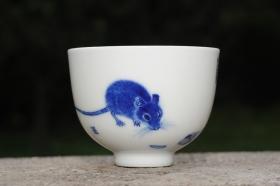 紫砂壶图片:生肖鼠 景德镇全手工手绘青花主人杯 - 美壶网