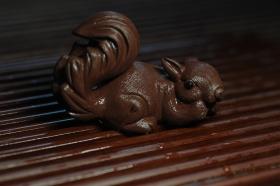 紫砂壶图片:美宠特惠 精致手工茶宠紫泥拉毛松鼠 神态可掬 有趣 - 美壶网