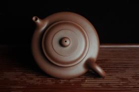 紫砂壶图片:美壶特惠 端庄大气虚扁 做工精致  - 美壶网