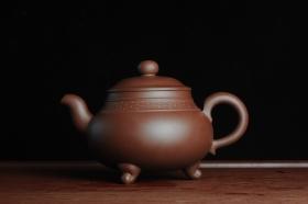 紫砂壶图片:美壶特惠三足鼎立玉鼎壶 做工精致 - 美壶网