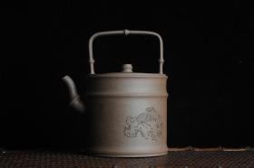 紫砂壶图片:美壶特惠 特好老段泥 精工知(知了)足(竹子)提梁 挺拔秀雅 - 美壶网
