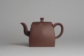 紫砂壶图片:美壶特惠 精致四方圆口壶 造型新颖  - 美壶网