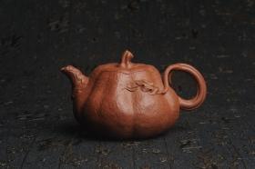 紫砂壶图片:美壶特惠 精致卡盖全手工油润降坡泥仿生小叶歪瓜 难度大 - 美壶网