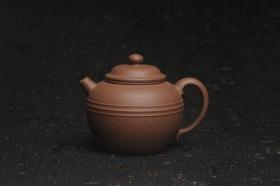 紫砂壶图片:美壶特惠 精致老段泥腰线巨轮 炮管直流 杀茶力器 茶人醉爱 - 美壶网