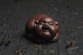 紫砂壶图片:美宠特惠 精工好料福气猪茶宠摆件 灰常可爱 长6.3cm高3.5cm - 美壶网