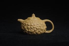 紫砂壶图片:美壶特惠 全手工黄段供春壶 肌理有老树瘿的感觉 灰常赞 - 美壶网