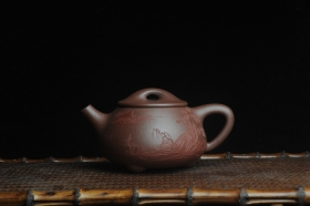 紫砂壶图片:美壶特惠 工料俱佳满瓢(景舟石瓢)泥绘山水 江清月近人 单色泥绘更显功力 - 美壶网