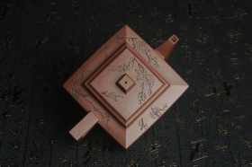 紫砂壶图片:全手工精致方山逸士壶 装饰通转梅花 特文气 - 美壶网