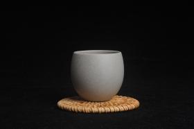 紫砂壶图片:优质白段泥精致手工品茗杯大号主人杯 茶人醉爱 - 美壶网