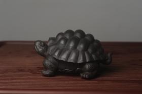 紫砂壶图片:美宠中秋特惠 精致黑料忍者寿龟 长14cm宽9.5cm高7cm - 美壶网