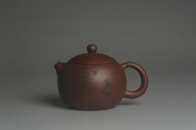 紫砂壶图片:美壶福利特惠 精致西施 精刻拜石图 茶人醉爱 - 美壶网