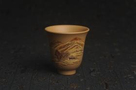 紫砂壶图片:美杯国庆特惠 精品好泥好工好刻雅致泥绘山水主人杯 茶人醉爱 - 美壶网