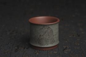 紫砂壶图片:美杯国庆特惠 精品好泥好工好刻雅致特厚实人物主人杯 茶人醉爱 - 美壶网