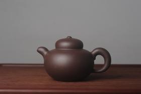 紫砂壶图片:美壶特惠 精致优质黑星土道洪风格德福壶 茶人醉爱 - 美壶网