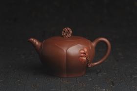 紫砂壶图片:美壶特惠 贴花活灵活现 精致荷花壶 茶人醉爱 - 美壶网
